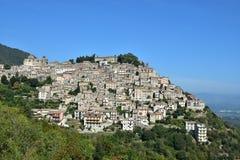 中世纪村庄在意大利中部:帕特里卡 免版税库存照片