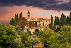 中世纪村庄在托斯卡纳 免版税库存图片