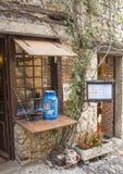 中世纪村庄的Perouges2传统街道餐馆 图库摄影