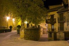 中世纪村庄街道在晚上 免版税库存照片