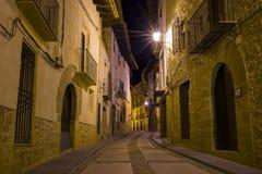 中世纪村庄街道在晚上 免版税库存图片