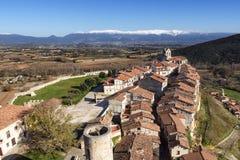 中世纪村庄0f Frias,布尔戈斯,卡斯蒂利亚全景, 库存照片