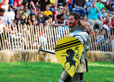 中世纪武装的骑士 免版税库存照片
