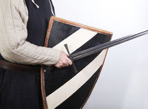 中世纪盾战士剑 免版税库存照片