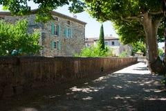 中世纪石大厦在山村在法国的Drome地区 库存图片