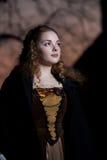中世纪礼服的女孩 免版税库存照片