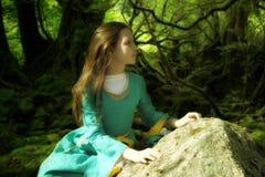 中世纪礼服的女孩 免版税图库摄影