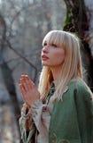 中世纪祈祷的妇女 免版税库存照片