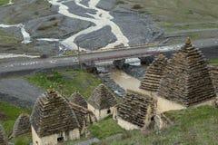 中世纪穹顶复杂在Dargavs村庄  库存图片