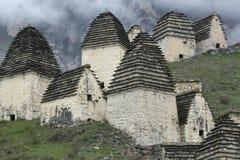 中世纪穹顶复杂在Dargavs村庄  免版税库存照片