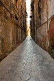 中世纪缩小的老巴勒莫石街道 免版税图库摄影