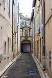 中世纪老镇街道在阿维尼翁法国 免版税库存照片