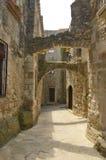 中世纪胡同的拱道 库存图片