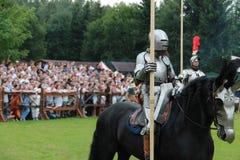 中世纪艺术节,马背射击的比赛 库存图片