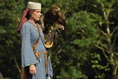 中世纪节日的以鹰狩猎者,纽伦堡2013年 免版税库存照片