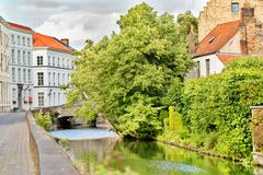 中世纪街道在布鲁日,比利时 库存照片