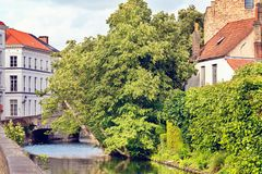 中世纪街道在布鲁日,比利时 免版税库存照片
