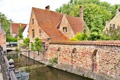 中世纪街道在布鲁日,比利时 库存图片