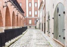 中世纪街道在老里加,拉脱维亚 免版税图库摄影