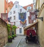 中世纪街道在老里加 库存图片