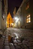 中世纪街道在老镇在晚上 库存照片