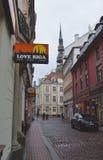 中世纪街道在里加 免版税库存图片