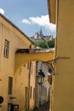 中世纪街道视图在Sighisoara城堡,罗马尼亚 免版税库存图片
