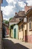 中世纪街道视图在Sighisoara城堡,罗马尼亚 库存照片