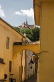 中世纪街道视图在Sighisoara城堡,罗马尼亚 库存图片