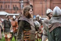 中世纪衣裳的人们 图库摄影