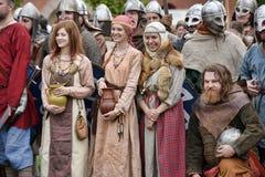 中世纪衣裳的人们 免版税库存照片