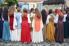 中世纪衣裳的女孩 免版税库存图片