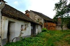 中世纪被加强的撒克逊人的教会的庭院在Ungra,特兰西瓦尼亚 免版税库存图片