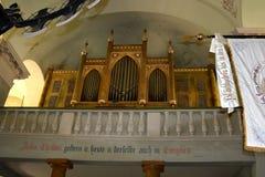 中世纪被加强的教会Cristian,特兰西瓦尼亚的器官 免版税库存照片