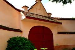 中世纪被加强的教会Cristian,特兰西瓦尼亚的庭院 图库摄影