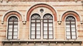 中世纪被成拱形的窗口 库存图片