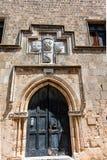 中世纪被雕刻的门在老镇罗得岛 图库摄影