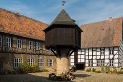 中世纪豪宅庭院鸽房 免版税图库摄影
