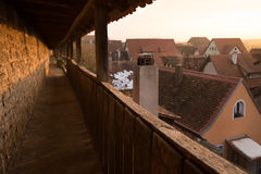 中世纪镇墙壁, Rothenburg ob der Tauben,巴伐利亚,德国 库存照片