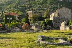 中世纪镇的黑山废墟 免版税图库摄影