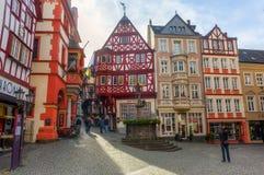 中世纪集市广场在Bernkastel-Kues,德国 免版税库存照片