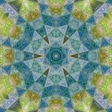 中世纪马赛克星或花在金,绿色和蓝色小野鸭作用玻璃 免版税库存图片
