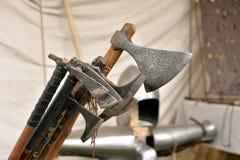 中世纪骑士战斧的重建  库存图片
