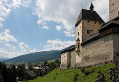 中世纪高山城堡的mauterndorf 免版税库存照片