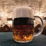 中世纪黑啤酒 免版税库存照片