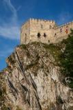 中世纪Beckov城堡的废墟 免版税库存照片