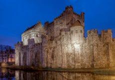 中世纪Gravensteen城堡在跟特,比利时,在晚上 库存照片