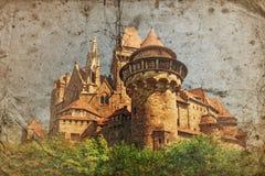 中世纪Kreuzenstein城堡的老难看的东西图象在Leobendorf村庄 免版税库存照片