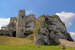 中世纪Ogrodzieniec城堡的城堡废墟 库存照片