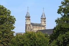 中世纪Onze辛迪里夫Vrouwebasiliek在马斯特里赫特 免版税库存照片